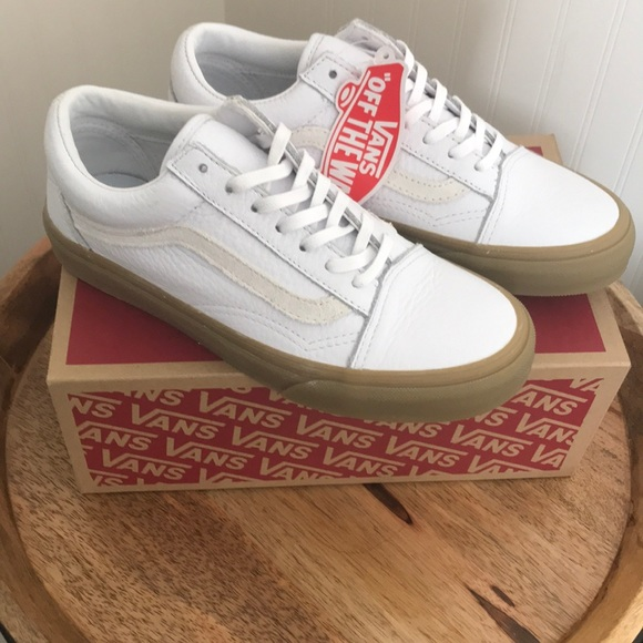 b17ae9d000a1 BNIB Vans Old Skool true white gum sole size 6